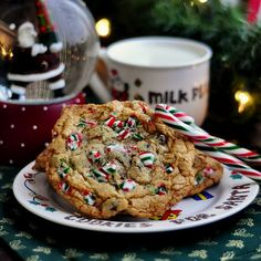 Good, old fashioned crispy, chewy chocolate chip cookies dressed up for Christmas with chunks of candy cane baked right on top. The ideal cookie to leave for Santa. Holiday Treats, Christmas Treats, Christmas Baking, Holiday Recipes, Christmas Cookies, Santa Christmas, Holiday Baking, Xmas, Christmas Recipes