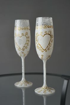 Set of Two Snowy Wedding Glasses Precisely Hand-decorated, Wedding Toasting Glasses - Wedding Decoration - Handmade Wedding Favor Wedding Toasting Glasses, Wedding Champagne Flutes, Champagne Glasses, Handmade Wedding Favours, Wedding Favors, Wedding Decorations, Snowy Wedding, Second Weddings, Different Colors
