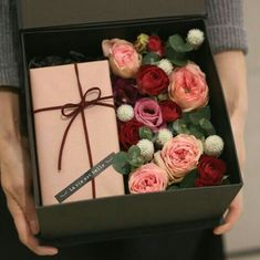 François J. Interiors  www.interiordesignbyfrancois.com Beautiful Bouquet Of Flowers, Gift Flowers, Flower Boxes, Amazing Flowers, Picnic Gift Basket, Gift Baskets, Gift Ribbon, Flower Packaging, Bouquet Wrap