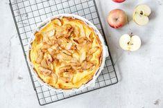 Ihastuttava vaniljainen omenapiiras Apple Pie, Camembert Cheese, Baking, Desserts, Food, Tailgate Desserts, Deserts, Bakken, Essen