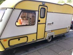 Fancy giving an old caravan a new look? This post gives you all my tips on painting a caravan exterior; including the best kind of outside paint to use. Caravan Paint, Diy Caravan, Caravan Bar, Caravan Decor, Retro Caravan, Diy Camper, Caravan Ideas, Vintage Caravan Interiors, Vintage Caravans