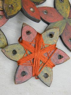 Thread Winder, Floss Holder - Primitive Pinwheel - from Notforgotten Farm - wow, these are so awesome! definitely diy-able!