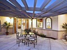 Pergola fans out. Great for corner.