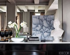 Old Hollywood Decorating in Manhattan – Photos of Hollywood Glamour Decorating Ideas - ELLE DECOR Manhattan Apartment, Elements Of Style, Old Hollywood Glamour, Hollywood Regency, Elle Decor, Glamour Decor, Modern Luxury, Vignettes, Home Accessories