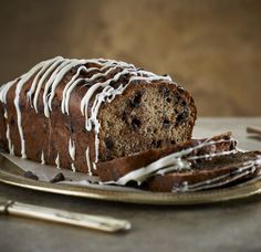 In honour of Chocolate Chip Cookie Day, why not whip up this recipe for Chocolate Chip Banana Bread? Ingredients 210g (1½ cups) cake flour 110g (½ cup) sugar 5ml baking powder 2ml bicarbonate of soda 2ml salt 60ml (¼ cup) oil 5ml Staffords Vanilla Extract with Seeds 2 eggs, lightly beaten 3 ripe bananas, mashed … Banana Bread Ingredients, Banana Bread Recipes, Chocolate Chip Banana Bread, Chocolate Chip Cookies, Vegetarian Chocolate, Chocolate Recipes, Healthy Family Meals, Cake Flour, Delicious Desserts