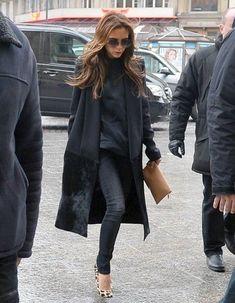 39 Ideas fashion winter 2017 victoria beckham for 2019 Fashion Mode, Fashion Wear, Look Fashion, Winter Fashion, Fashion Outfits, Womens Fashion, Viktoria Beckham, Victoria Beckham Outfits, Victoria Beckham Style