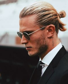 Mens Fashion Magazine is an international online magazine. We focus on the latest men's fashion and style. Man Bun Styles, Hair And Beard Styles, Boys Long Hairstyles, Haircuts For Men, Cara Delevingne Photoshoot, Beach Braids, Bikini Tattoo, Medium Hair Styles, Long Hair Styles