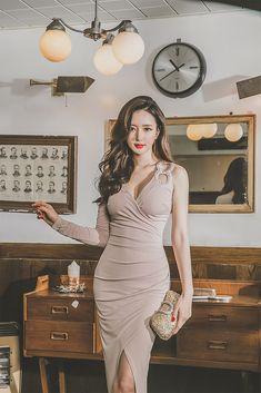 Korean Beauty Girls, Asian Beauty, Pretty Asian, Beautiful Asian Women, Jugend Mode Outfits, Fashion Models, Fashion Outfits, Women's Fashion, Cute Asian Girls