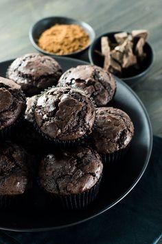 Muffins de chocolate com cacau e açúcar mascavo