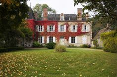 Dans cette magnifique maison bourgeoise de type Manoir, 4 suites majestueuses vous attendent du côté de Blancafort, à partir de 1200€/semaine - Cliquez sur l'image pour accéder au descriptif