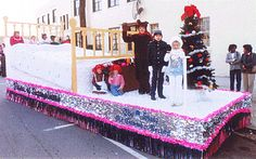 Best Christmas Parade Floats | Valley Decorating - How to Build a Parade Float