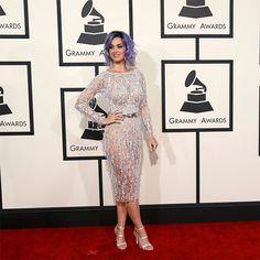 Katy Perry pinta de púrpura la alfombra del Grammy