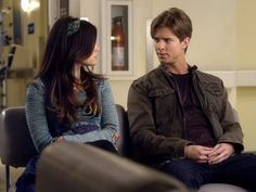 Aria Montgomery (Lucy Hale) and Jason DiLaurentis (Drew Van Acker).