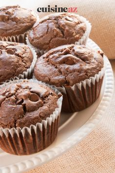 Une recette de pâtisserie facile à confectionner et très gourmande avec ces muffins chocolat au coeur fondant. #recette#cuisine#muffins #chocolat#patisserie Baking Recipes, Cake Recipes, Dessert Recipes, Cupcakes, Cupcake Cakes, Yummy Snacks, Delicious Desserts, Homemade Muffins, Baking Muffins