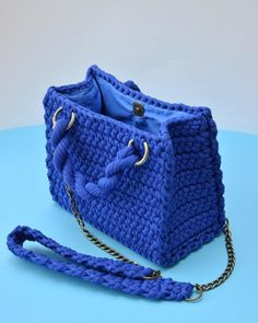 Best 12 48 Creative Free Crochet Bag Pattern Ideas for This Year Part crochet bag pattern; Free Crochet Bag, Bead Crochet, Crochet Lace, Crochet Stitches, Crochet Bag Tutorials, Crochet Videos, Tutorial Crochet, Crotchet Bags, Knitted Bags