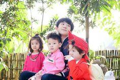 Hình ảnh chơi đùa và đc các baby hôn, yêu thương của Thiên Thiên trong chương trình Baby Let Me Go❤😘