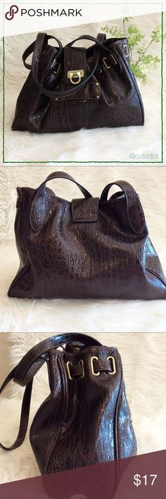 """✨Fashion Shoulder Bag✨ Fashion shoulder bag.🔸brand unknown🔸vegan leather🔸gently used🔸chocolate brown🔸flap closure🔸reptile texture🔸adjustable top   there are snap straps to make the top wider🔸14"""" wide x 3 1/4"""" (measurements from bottom) x 10 1/2"""" deep🔸24 1/2"""" shoulder straps 🌟 I accept REASONABLE offers 🌟 💫 Fast Shipper 💫 ❌ No Trades ❌  HAPPY POSHING 🍹🛍 Bags Shoulder Bags"""