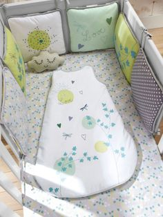 """Baby nursery """"sweet nature"""" cot bumper (other items from this theme also… The Babys, Quilt Baby, Sewing For Kids, Baby Sewing, Cot Bumper, Baby Accessoires, Diy Bebe, Childrens Beds, Baby Bedroom"""