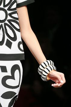 Moschino S/S 2013 A daisy & a heart on the same outfit!!