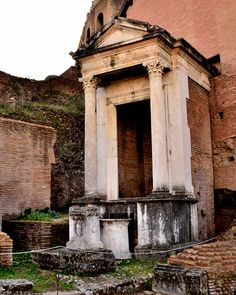 Roman Forum, Rome / Spring of Juturna (or Lacus Juturnae): dates to archaic period (6th century BC). The fountain was rebuild several times in 2nd and 1st BC, also again in iperial period.