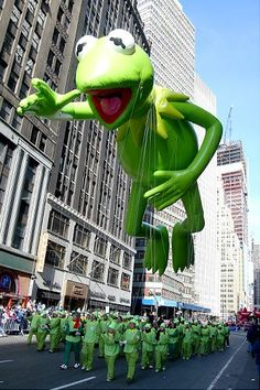 Macy's Thanksgiving Day Parade balloons through the decades - Always a crowd-pleaser, the Kermit the Frog balloon returns, seen here in - Macys Thanksgiving Parade, Happy Thanksgiving, Jim Henson, Sapo Kermit, Garfield, Tsumtsum, The Muppet Show, Kermit The Frog, Festivals