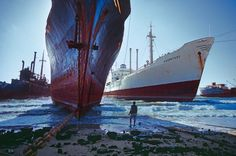 Steve McCurry, Ship-breaking yard (1985), near Karachi, Pakistan