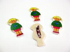 Ξύλινες καρτούν Καρφίτσες για όλες σας τις χειροποίητες κατασκευές και στολισμούς Βάπτισης & Γάμου! http://www.scrap-crafts.gr/