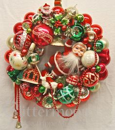 "۞ Welcoming Wreaths ۞ DIY home decor wreath ideas - ""Santa's Greeting"" Wreath from Glittermoon Vintage Christmas"