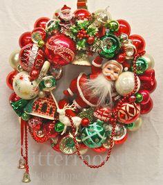 "۞ Welcoming Wreaths ۞ DIY home decor wreath ideas - ""Santa's Greeting"" Wreath from Glittermoon Vintage Christmas"