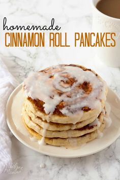Cinnamon Roll Pancakes With Cream Cheese Glaze. AMAZING homemade Cinnamon that taste just like a cinnamon roll, but there is a lot less work! #Pancakes #CinnamonRoll #Cinnamon #Pancakes #Breakfast Cinnamon Bun Pancakes, Cinnamon Swirl Pancakes, Cinnamon Rolls, Cinnamon Roll Icing, Fancy Pancake Recipe, Pancake Recipes, Brunch Recipes, Easy Recipes, Cinnamon Glaze Recipe