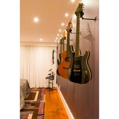 Porque hoje é dia de rock, bebê!  Foto: @juliocla #tresarquitetura #interiordesign #achitecture #arquitetura #design #homestyle #decor #bebe #baby #guitarra #music #musica #purple
