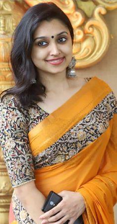20 Trending Saree Blouse Designs That will Impress You - Kurti Blouse Fancy Blouse Designs, Saree Blouse Designs, Bollywood Hairstyles, Dress Indian Style, Indian Wear, Kalamkari Saree, Indian Beauty Saree, Indian Sarees, Beautiful Saree