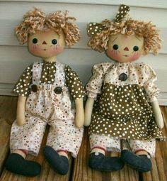 Primitive Raggedy Twins Doll PDF EPattern Sewing by appleorchards❤❤❤ Primitive Doll Patterns, Doll Sewing Patterns, Sewing Dolls, Pattern Sewing, Raggy Dolls, Ann Doll, Fabric Toys, Raggedy Ann, Waldorf Dolls