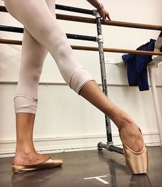 elegantballetComment what type of pointe shoes you wear