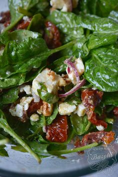Sałatka z suszonymi pomidorami i serem feta -szybki przepis Salad with sun-dried tomatoes and feta cheese – quick recipe Quick Recipes, Vegan Recipes, Feta, Vegan Gains, Greens Recipe, Easy Food To Make, Dried Tomatoes, Good Food, Food And Drink
