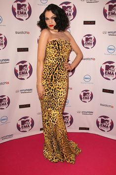 Jessie J Print Dress - Jessie J is never the wallflower when it comes to style. The daring songstress stepped onto the red carpet of the MTV Europe Music Awards wearing a leopard print strapless gown with a mermaid silhouette and a bold yellow hue.