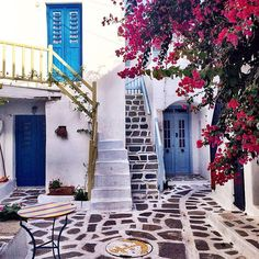 Interested in renting a villa in Greece? We've got you covered. Photo courtesy of ahasson on Instagram.