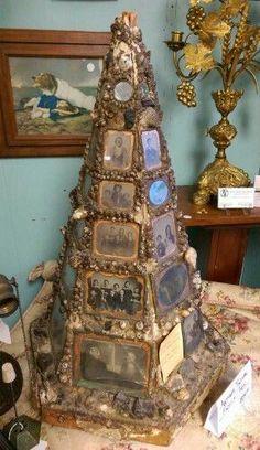 Christmas Art, Vintage Christmas, Christmas Holidays, Christmas Decorations, Christmas Ornaments, Victorian Christmas Tree, Victorian Crafts, Xmas, Jeweled Christmas Trees