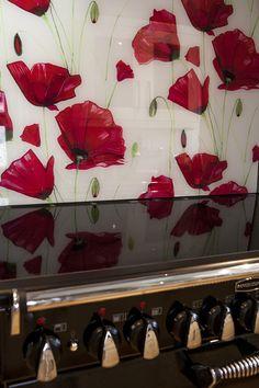 Emma-Britton-Poppy-splashback - this is glass NOT wallpaper! Glass Backsplash Kitchen, Kitchen Mosaic, Glass Kitchen, Fused Glass, Stained Glass, Backsplash Wallpaper, Bright Kitchens, Splashback, Cuisines Design