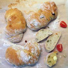 Aszalt paradicsomos, olívabogyós CIABATTA – Smuczer Hanna Ciabatta, Canapes, Bakery, Bread, Food, Image, Brot, Essen, Baking