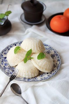 Healthy steamed rice cake with rice flour yeast sugar and water. Rice Cake Recipes, Rice Cakes, Vegan Recipes, Dessert Recipes, Steamed Rice Cake, Steamed Buns, Gluten Free Cakes, Gluten Free Baking, Gluten Free Japanese Food