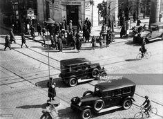 1930 Budapest Nagykörút--Rákóczi út, Örkény István patikája, 1945 után államosították Budapest, Hungary, Antique Cars, Archive, Vintage Cars