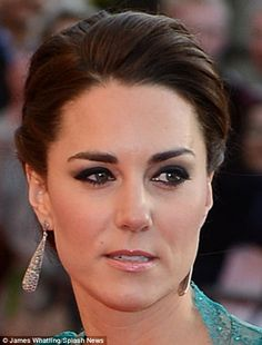 Kate Middleton, Duchess of Cambridge is just beautiful! So pretty she is Kate Middleton. Prince George Alexander Louis, Prince William And Catherine, William Kate, Kate Middleton Makeup, Looks Kate Middleton, Princesse Kate Middleton, Eyebrow Styles, Princess Charlotte, Princess Elizabeth