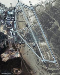 Satellite image overhead of above ground Area 51 installations. Area 51 (Dreamland, Groom Lake) has, by far, the longest air/landing strip in the entire world! Pakistan, Aliens And Ufos, Ancient Aliens, Atlantis, Bob Lazar, Edwards Air Force Base, Mystery, Facts You Didnt Know, Ufo Sighting