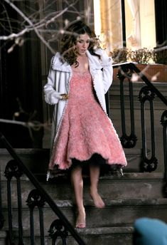 Pin for Later: 43 Style Lessons We Learned From Carrie Bradshaw Don't Let Cold Weather Ruin a Great Outfit Carrie Bradshaw Outfits, Estilo Carrie Bradshaw, City Outfits, Fashion Outfits, Plaid Outfits, Sarah Jessica Parker Lovely, Estilo Retro, Babe, City Style