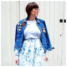 Florals  denim  a crazy amount of badges = everything I love about this look.  Anyone else badge obsessed? It took me so long choosing which ones to pin to this denim jacket as I have so many of them.