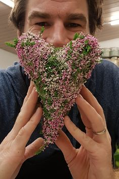 Heart of heather (calluna vulgaris) shape itself. This heart is suitable for . Grave Decorations, Flower Decorations, Kids Food Crafts, Diy And Crafts, Valentines Day Decorations, Christmas Decorations, Valentine History, Valentine's Day Printables, Beautiful Flower Arrangements