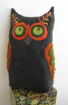 Your place to buy and sell all things handmade Upcycled Recycled Felted Wool Sweater Owl Decor Appliqued Pillow- Dark Grey with Orange & Green Accents and Embroidery. Fabric Birds, Felt Fabric, Fabric Dolls, Applique Pillows, Wool Applique, Diy Laine, Wool Felt, Felted Wool, Owl Quilts