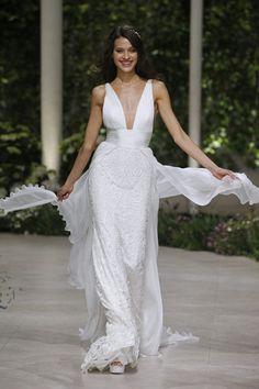 1d2c42f6d2 Barcelona Bridal Week  Desfile Atelier Pronovias 2019  Barcelonabridalweek   Barcelonabridalfashionweek  BBFW18 Nupcial