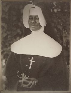 """Sister Mary Paul Lewis, a Sister of the Order of the Holy Family,"" New Orleans, December Doris Ulmann. American Photo, American Women, American History, History Of Photography, Vintage Photography, Daughters Of Charity, Christian Charities, Nuns Habits, Black Like Me"